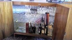CRISTALERO / VAJILLERO de Petiribí, 6 puertas, estantes y cajones. Madera y vidrio