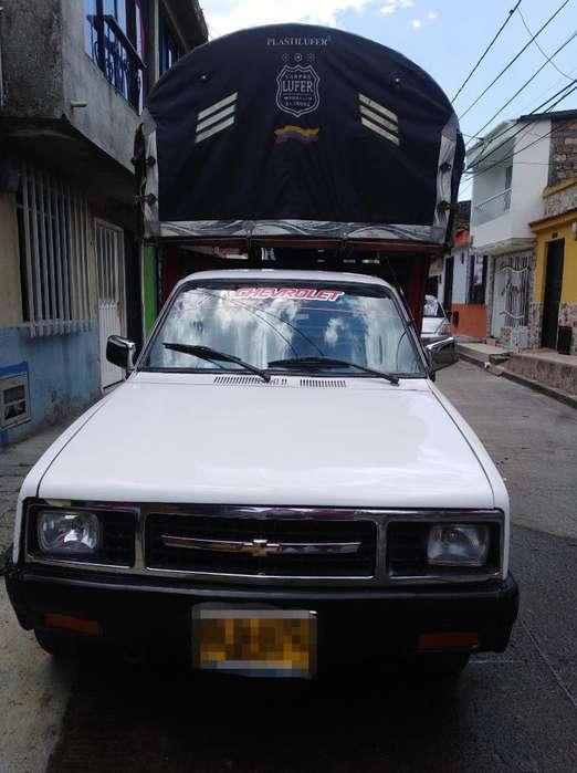 Vendo Camioneta Chevrolet Luv 1600 4x4.
