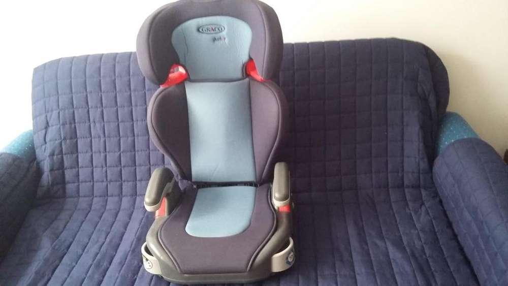 Silla de carro para bebe y niño, marca Graco.