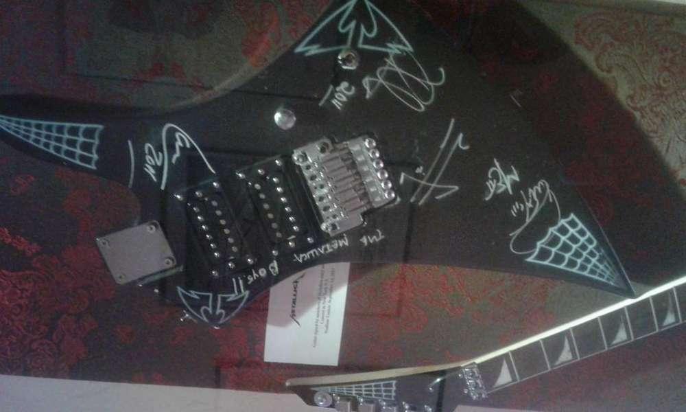 Vendo Guitarra firmada por Metallica en el 2011 meet and greet