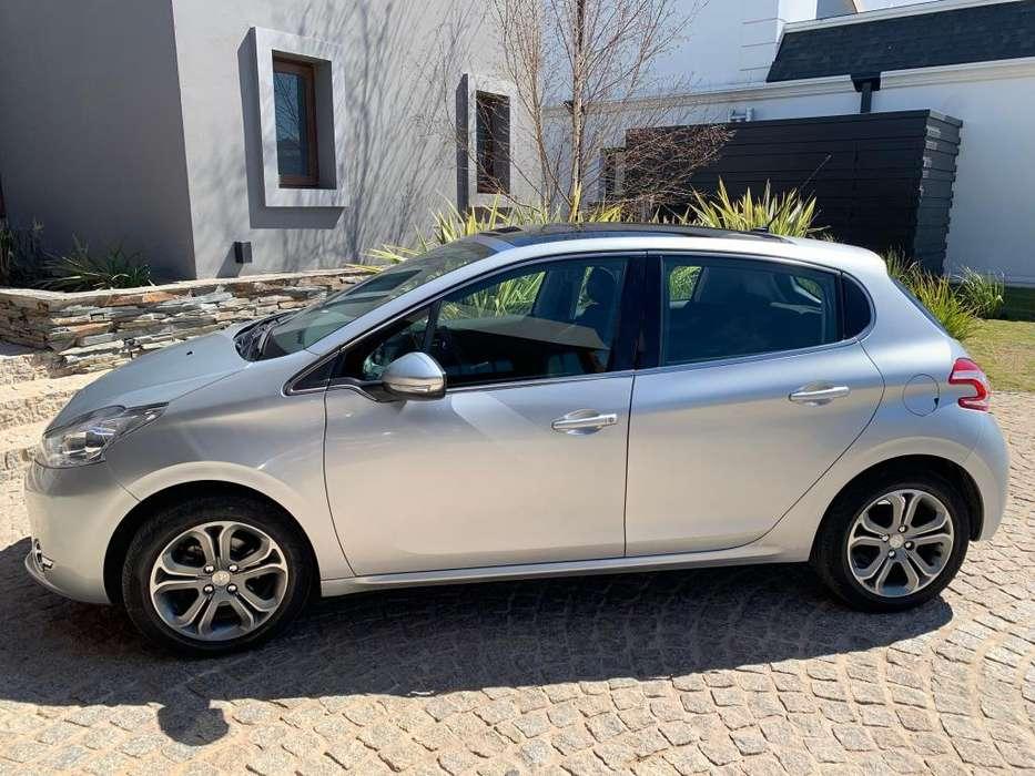 Peugeot 208 2014 - 39000 km