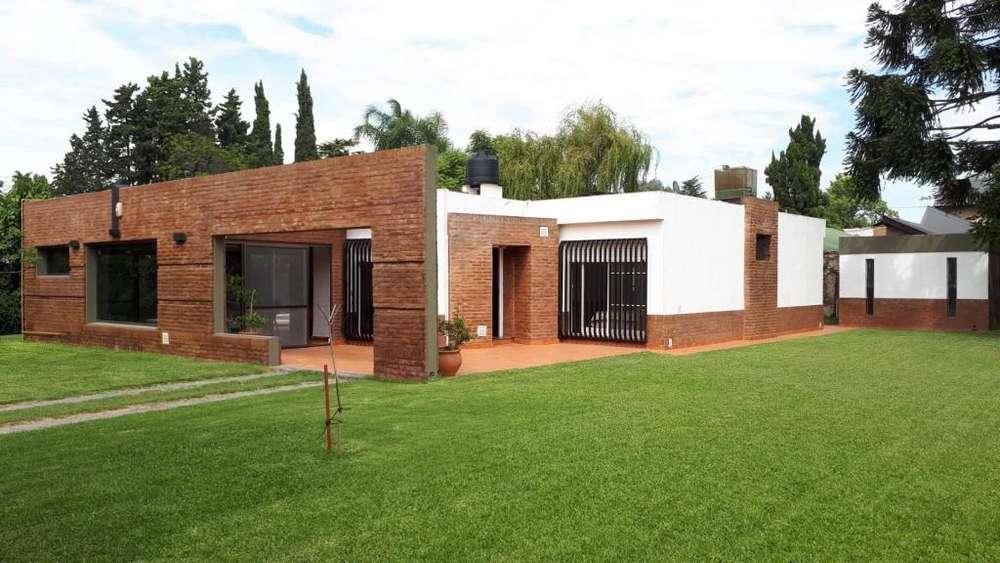 Guemes 2600 - UD 240.000 - Casa en Venta