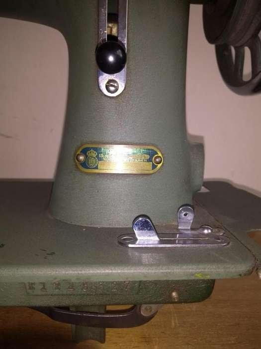Maquina de coser Husqvarna Antigua