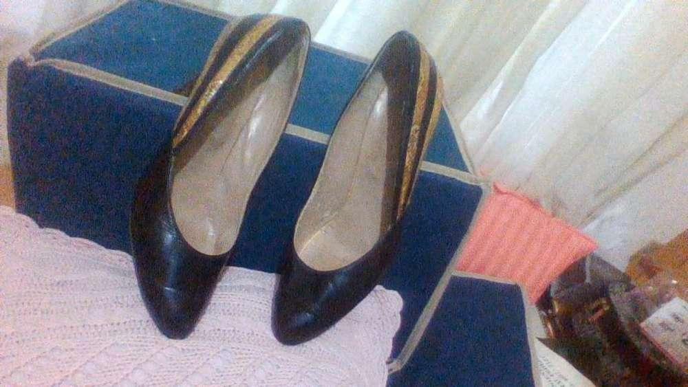 Zapatos de cuero becerro y vibora Nª 38 Impecables