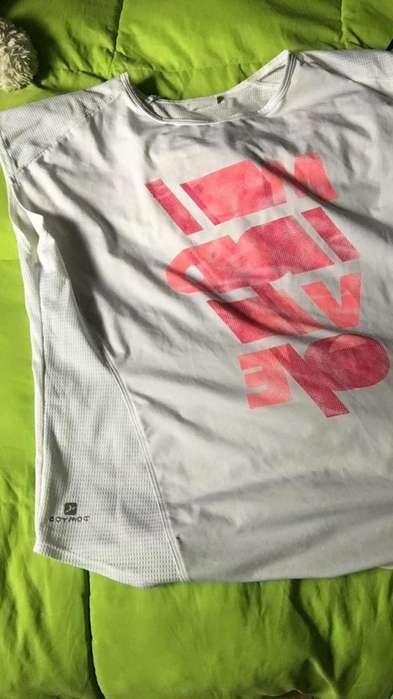 camiseta decathlon semiusada