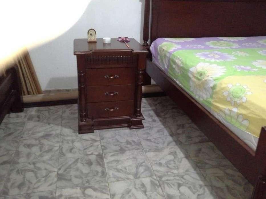cama king con colchón y nochero