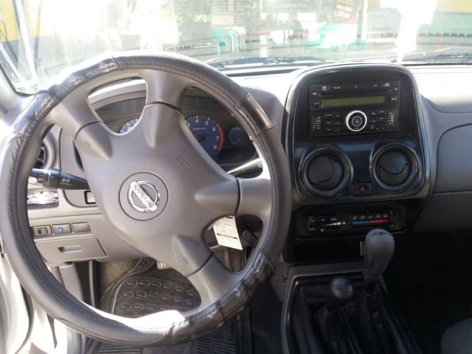 Nissan Frontier 2013 - 140000 km
