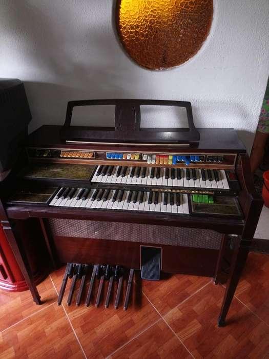 Piano Antiguo en Excelente Estado