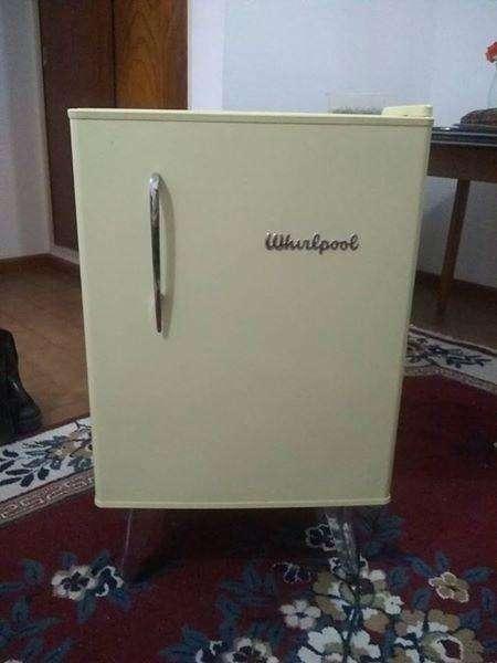 Heladera minibar Whirlpool retro-vintage