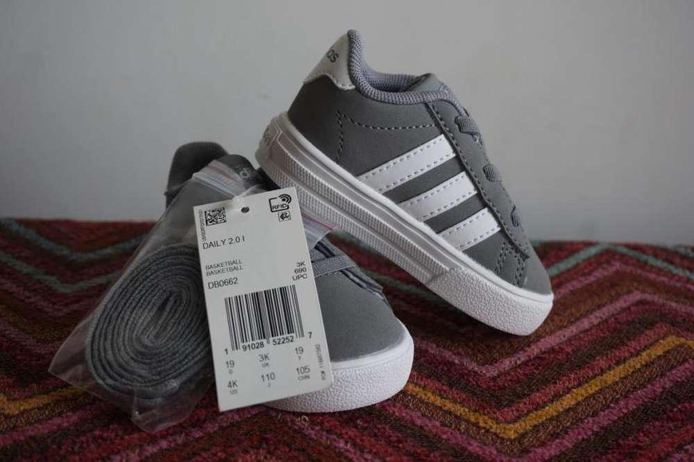 a8cb6dce9 Zapatillas adidas Daily 2.0 Talle 19 us 4k Niños bebés NUEVAS