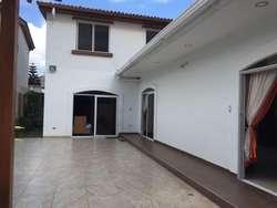 Casa de Alquiler en Urb. Terranostra, Vía a la Costa, cerca del C.C Laguna Plaza
