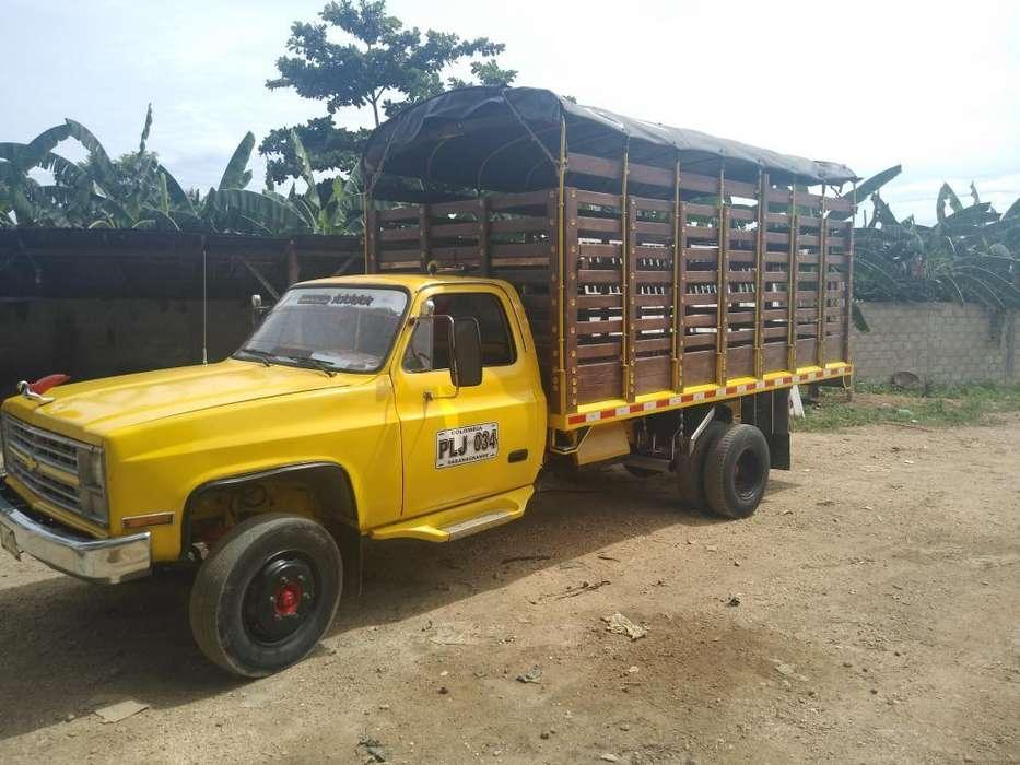 Camion C-30 con Motor Npr