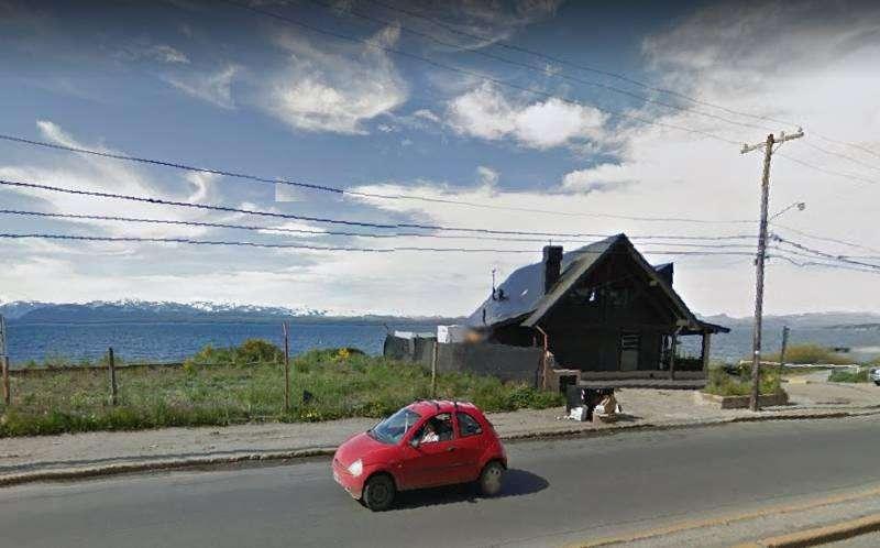 Lote céntrico sobre costanera, Avda J M de Rosas, con excelente vista al lago