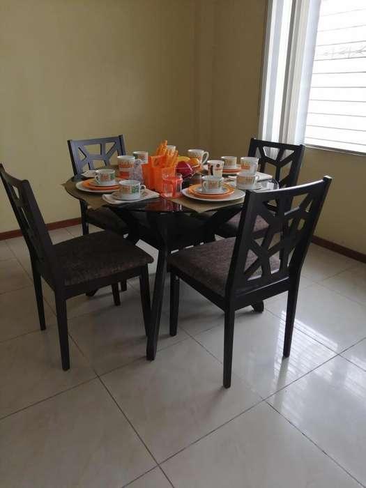 Mobiliario en venta, comedor, con cuatro sillas, sofá cama