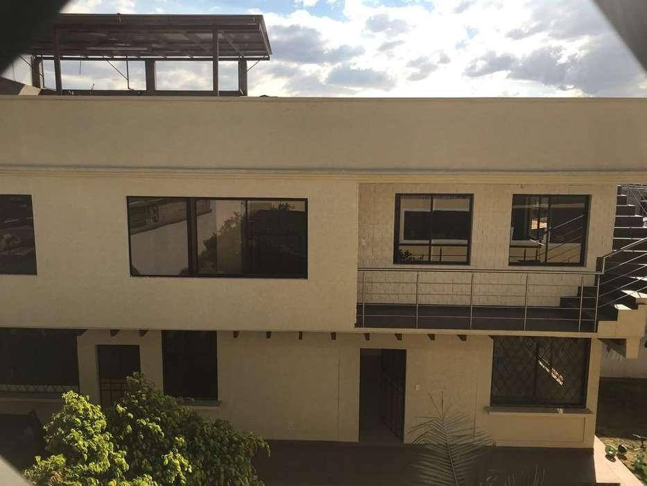 Arriendo Puembo casa dos pisos, terraza