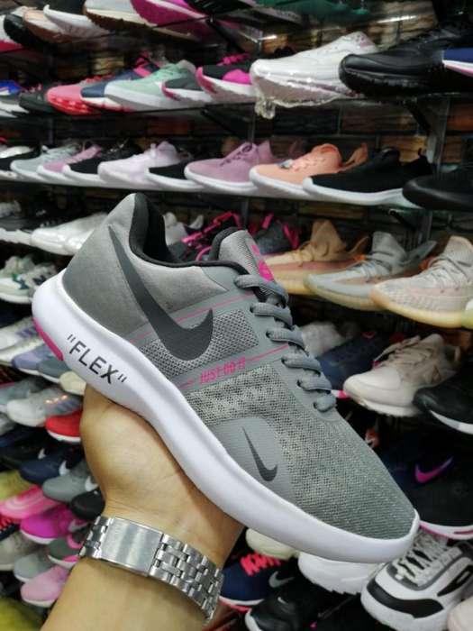 Tenis Nike Flex Gris