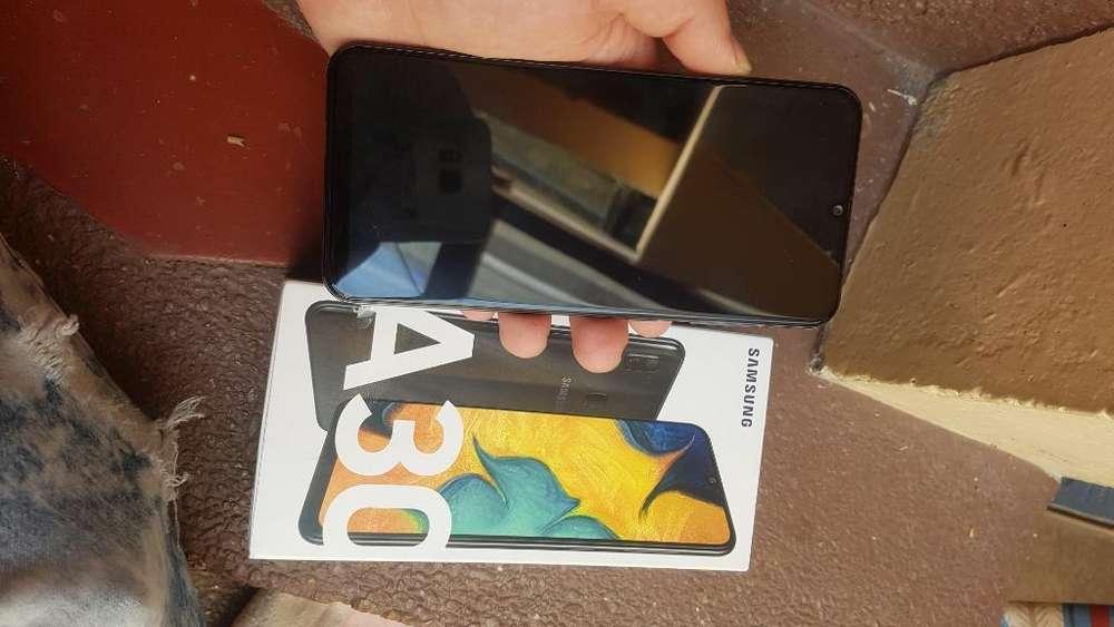 Vendo O Cambio Samsung Galaxy A30
