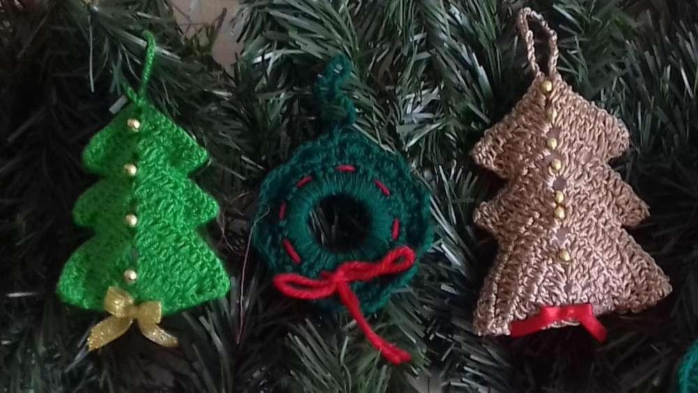 Adornos navideños elaborados en tejido crochet
