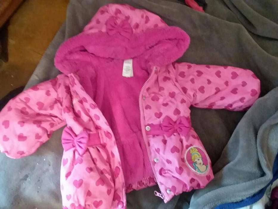 Vendo Campera Disney Nena