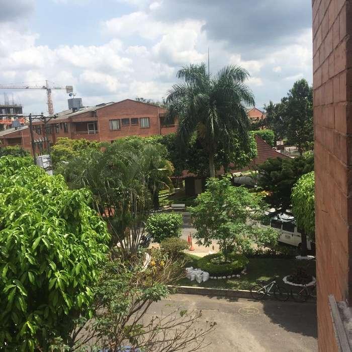 PRADOS NORTE, FRENTE CENTRO COMERCIAL AQUA FALLABELLA