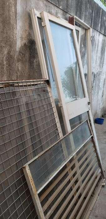 Vendo Ventanales Y Puertas de Vidrio