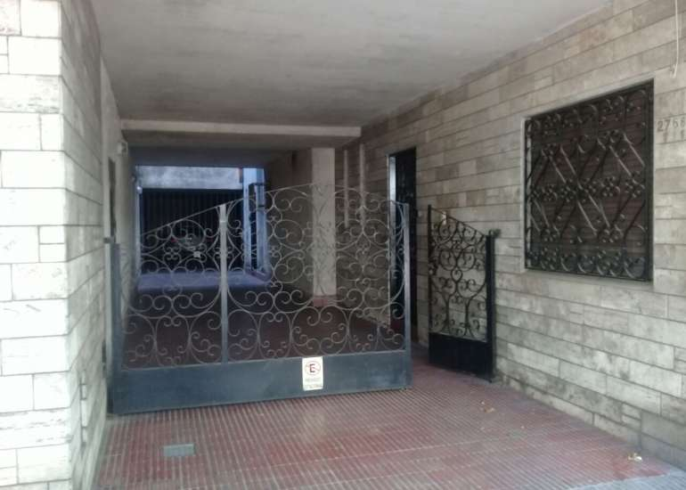 Rioja 2400 - 2 dormitorios c/ patio