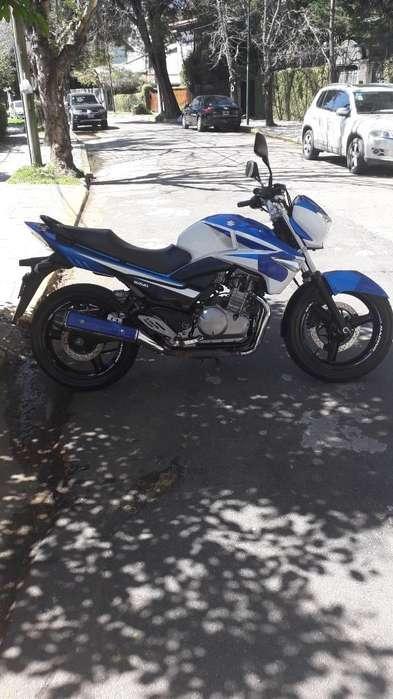 Moto <strong>suzuki</strong> Inazuma Tricolor