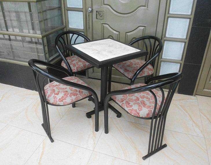 Juego - Mesa y sillas para cafetería / Bar