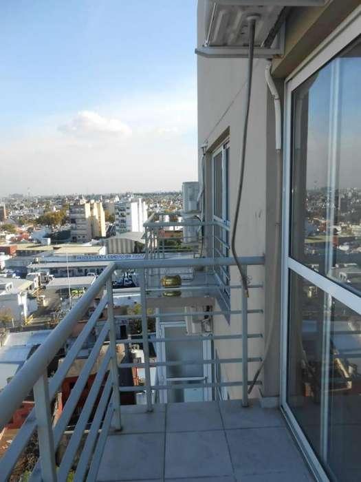 Tandil y Pedernera: Monoambiente dividido con balcón