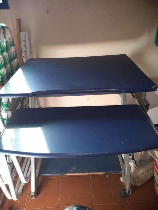 <strong>escritorio</strong> para Pc con Rueditas