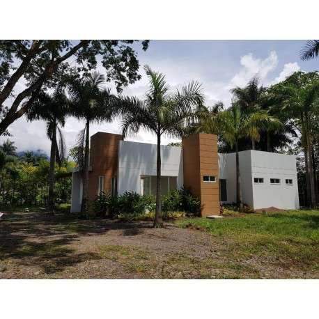 GRAN OPORTUNIDAD!! casa moderna campestre con piscina en Restrepo - Meta