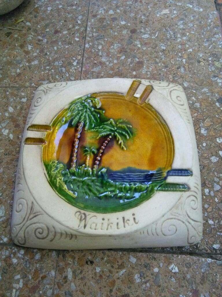 Gran Cenicero de ceramica Hotel Waikiki . vintage