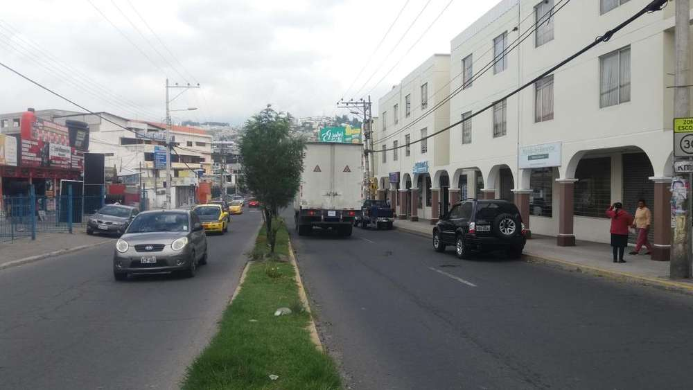 Venta Local Comercial Vía Principal Carapungo vía a Marianitas Calderón