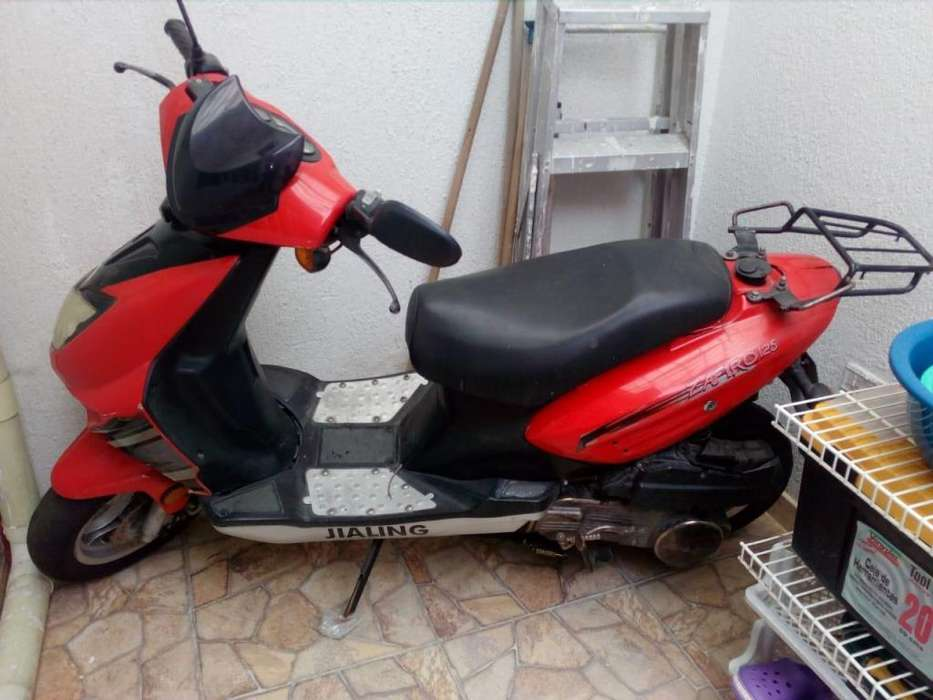 Se vende moto para repuestos
