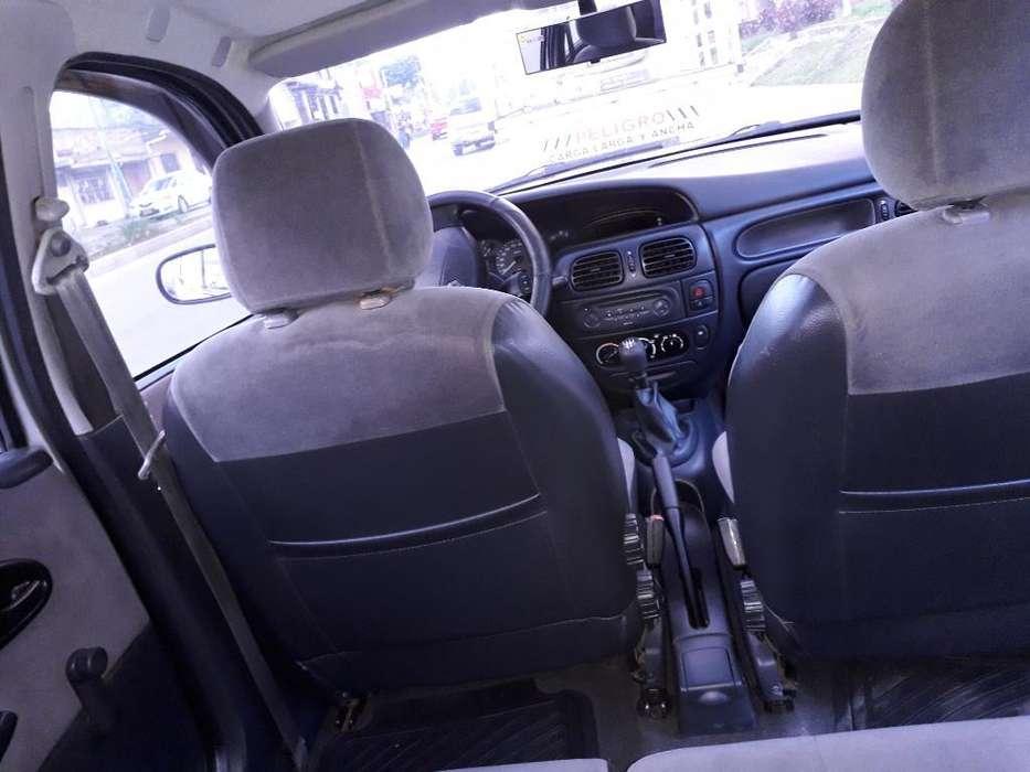 Renault Megane  2004 - 13700 km
