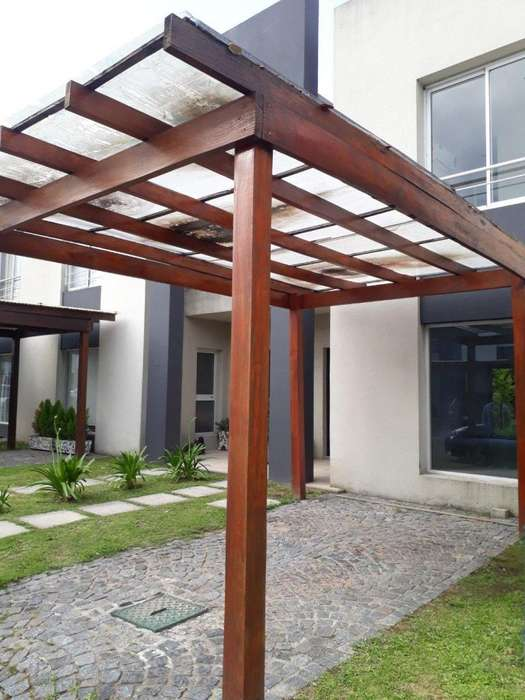 Duplex de 4 ambientes con patio y cochera techada!