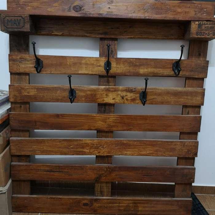 Mueble Tipo Perchero de Palett