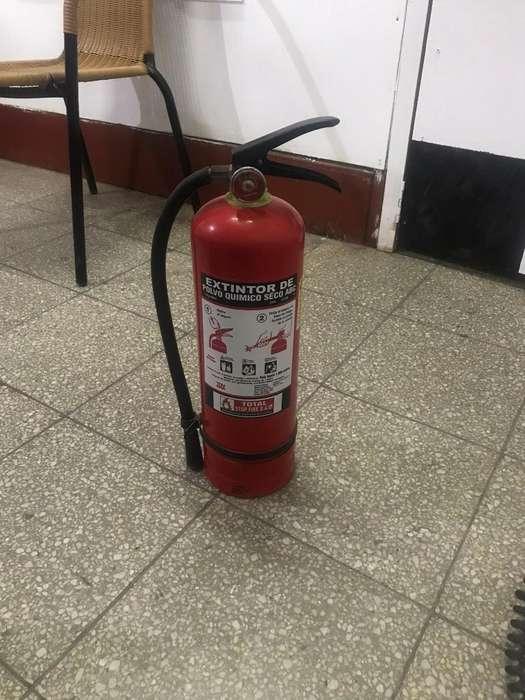 Vendo extintor de 9 kilos 35 soles 921633096