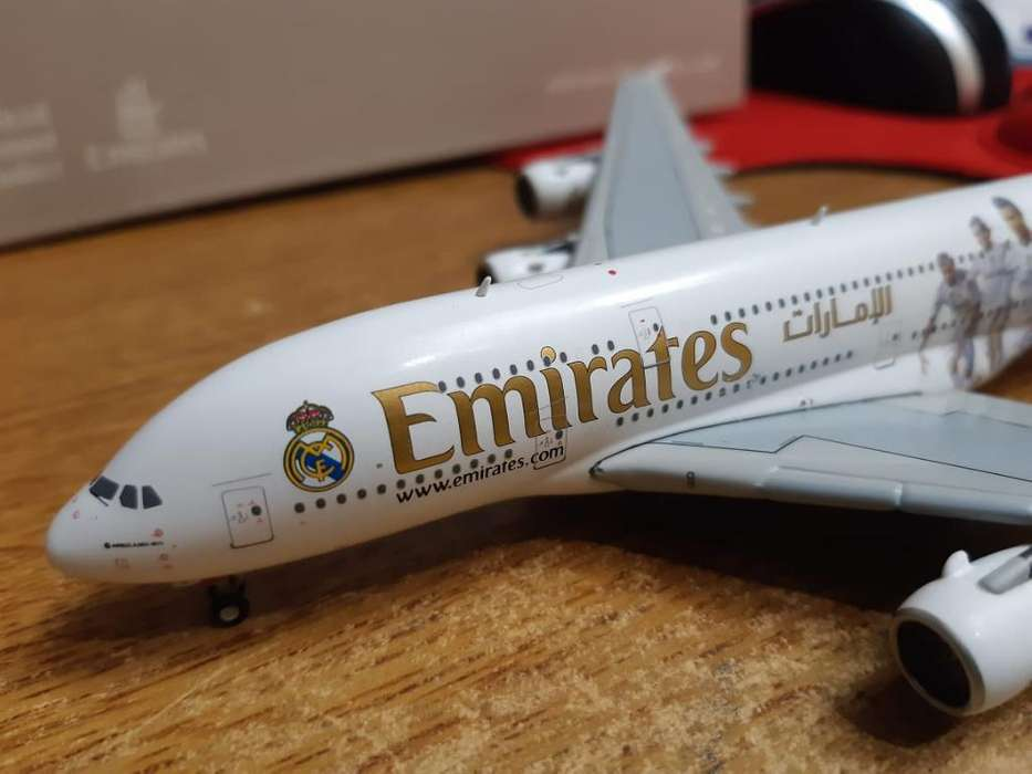 Avion de Metal Escala 1:400 Emiratesreal