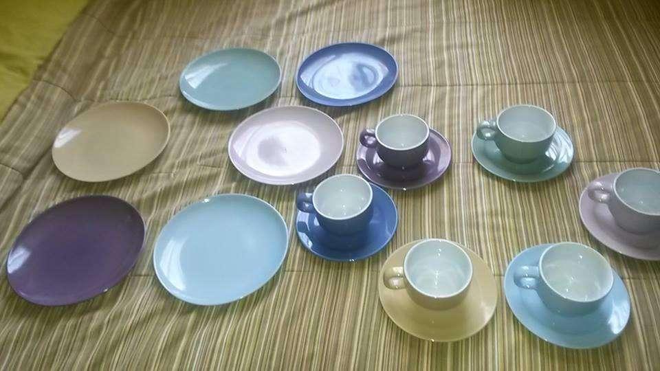 set de vajilla de 18 piezas nueva de colores pasteles