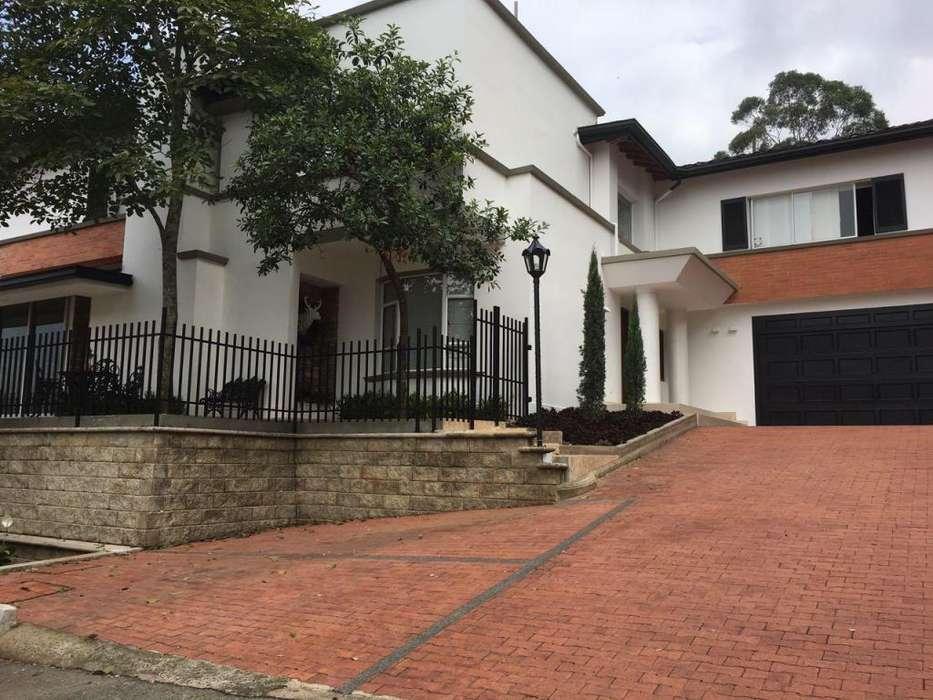CASA DE <strong>lujo</strong> EN SECTOR MAS EXCLUSIVO DE MEDELLIN UNIDAD CERRADA ALTOS DE LA RIOJA EL POBLADO ANTIOQUIA. CELL:3113287410