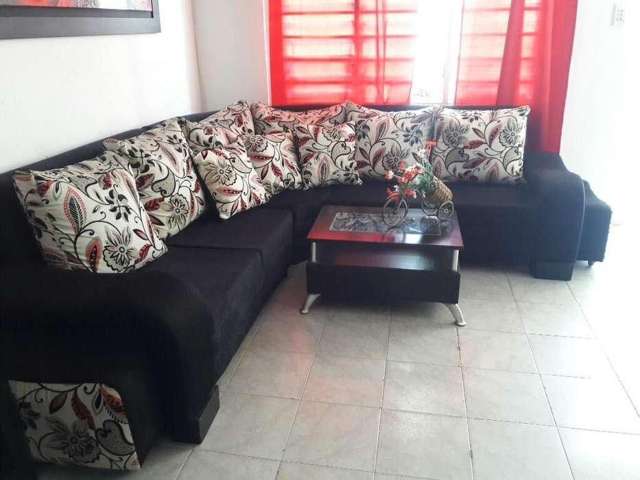 Se Vende Sofa en L, con Mesa de Centro
