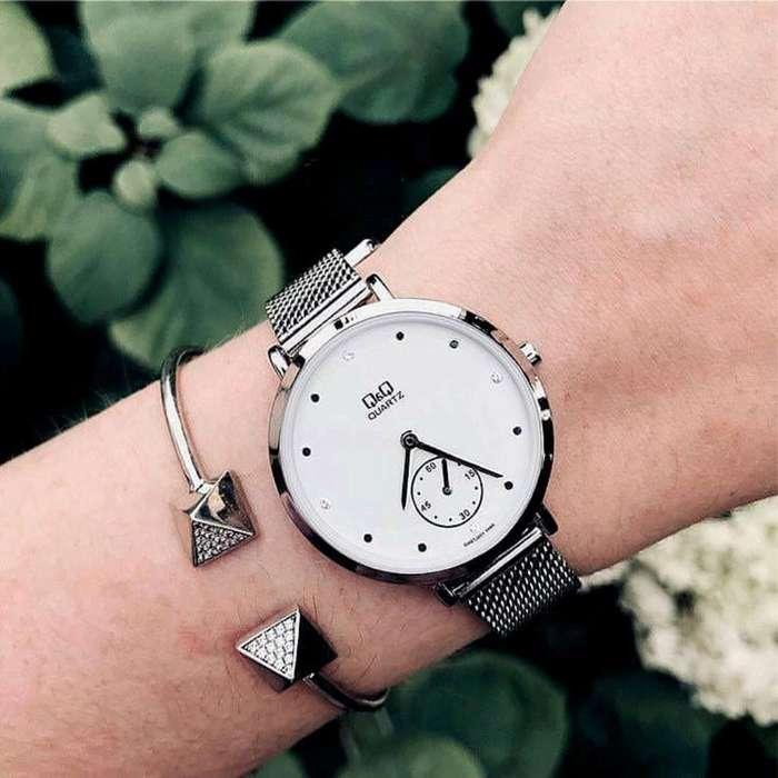 Reloj Q&q Silver Mesh