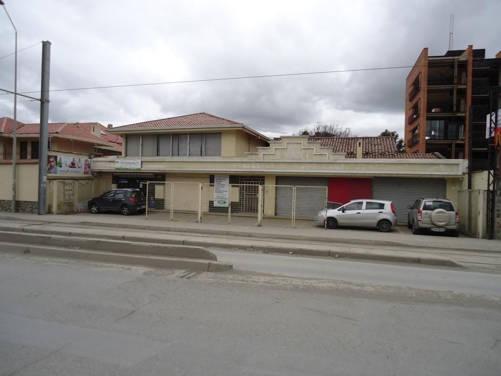 Casa con 4 Locales comerciales y un Departamento 480.000 JC1010