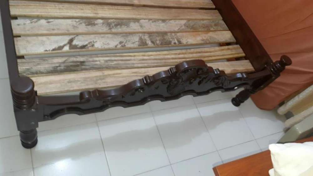 Cama Semidoble con <strong>tablas</strong> y colchoneta en madera Maciza fuerte rígida como nueva exelente estado sur cali barrio CANEY