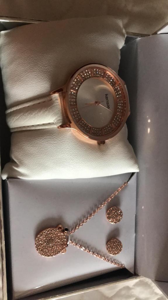 De Guayaquil Kensie Arete Con Mujer Y Collar Reloj v0nOmw8N