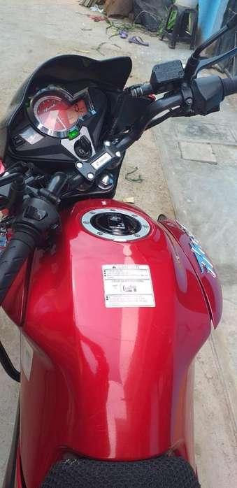 Moto Lineal Semi <strong>nueva</strong> (roja)