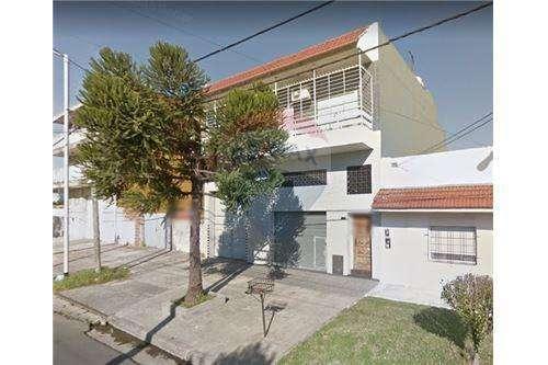 Galpón/ Depósito, con local dpto tipo casa en PA