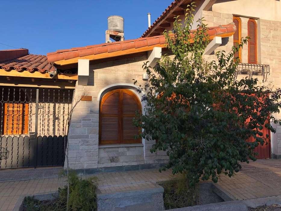 Alquilo Casa 3 Dormitorios - Sexta Sección.