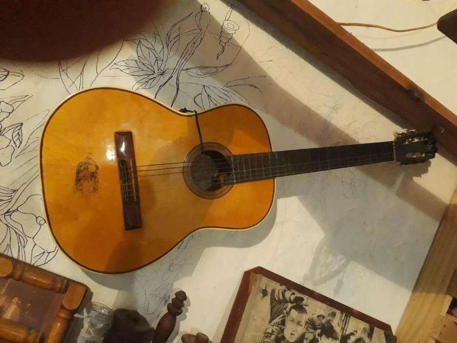 Vendo guitarra criolla